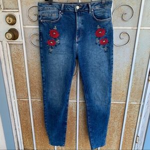 Forever 21 Skinny Jeans Flower Embroidery Cute!!